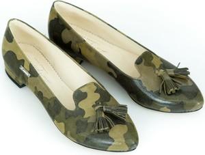 Baleriny Zapato ze skóry w militarnym stylu