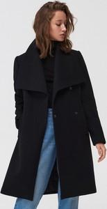 Czarny płaszcz Mohito z wełny