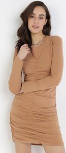 Sukienka born2be dopasowana mini z długim rękawem