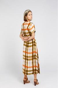 Sukienka Hod Paris z dekoltem w kształcie litery v w stylu casual z krótkim rękawem
