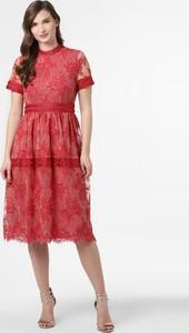 Czerwona sukienka Vila midi z krótkim rękawem z okrągłym dekoltem