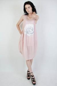 Różowa sukienka Olika midi z krótkim rękawem