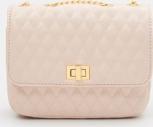 Różowa torebka Mohito średnia ze skóry