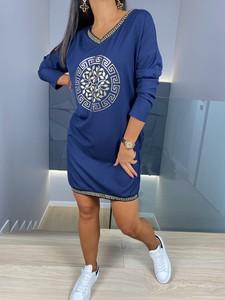 Niebieska sukienka ModnaKiecka.pl z długim rękawem z dekoltem w kształcie litery v w stylu casual