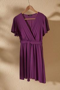 Sukienka Trendyol rozkloszowana w stylu casual z dekoltem w kształcie litery v