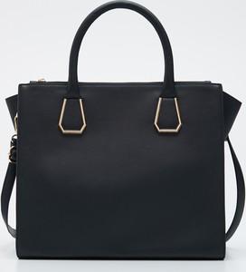 Czarna torebka Sinsay do ręki średnia matowa