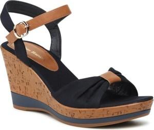 Czarne sandały Clara Barson z klamrami na koturnie