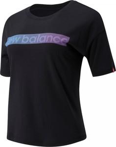 Bluzka New Balance z okrągłym dekoltem w sportowym stylu z krótkim rękawem
