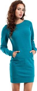 Turkusowa sukienka MOE z okrągłym dekoltem mini