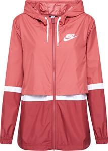 Czerwona kurtka Nike Sportswear w sportowym stylu krótka