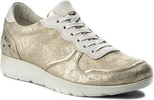 Złote buty sportowe lasocki sznurowane z płaską podeszwą
