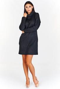 Czarna sukienka Fokus rozkloszowana z golfem
