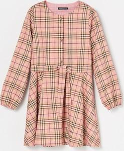 Różowa sukienka dziewczęca Reserved w krateczkę