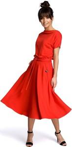 Czerwona sukienka Be z krótkim rękawem rozkloszowana midi
