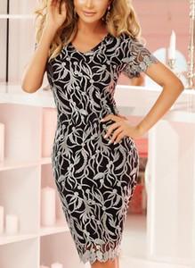 Sukienka Cikelly dopasowana z dekoltem w kształcie litery v z krótkim rękawem