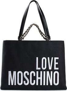 Czarna torebka Love Moschino w wakacyjnym stylu