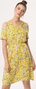 Żółta sukienka born2be z krótkim rękawem