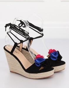 Czarne sandały MojBut.pl w stylu casual ze skóry ekologicznej na platformie