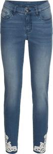 Niebieskie jeansy bonprix BODYFLIRT w street stylu