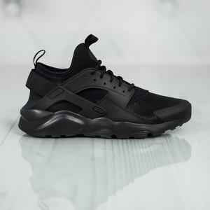 Czarne buty sportowe Nike sznurowane huarache w sportowym stylu