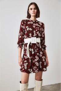 Sukienka Trendyol z okrągłym dekoltem w stylu casual z długim rękawem