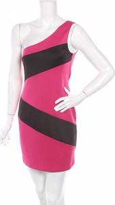 Różowa sukienka Lily Rose asymetryczna