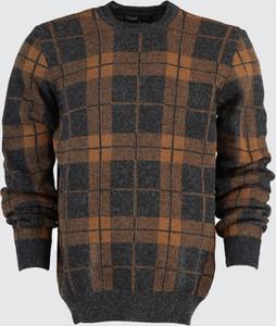 Sweter Trendyol w młodzieżowym stylu