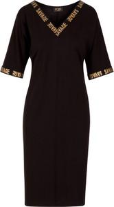 Czarna sukienka Poza z dekoltem w kształcie litery v z krótkim rękawem