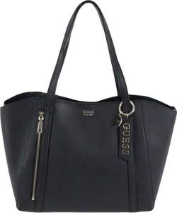 Czarna torebka Guess matowa duża na ramię