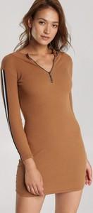 Sukienka Renee z długim rękawem w stylu casual z dekoltem w kształcie litery v