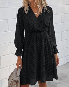 Czarna sukienka Kendallme z dekoltem w kształcie litery v w stylu casual