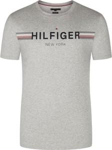 T-shirt Tommy Hilfiger w młodzieżowym stylu z krótkim rękawem z bawełny