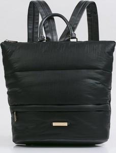 Czarna torebka Monnari do ręki w młodzieżowym stylu