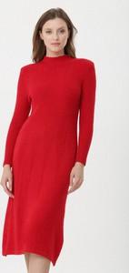Czerwona sukienka born2be z golfem midi