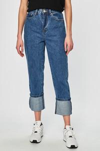 Niebieskie jeansy Glamorous w street stylu