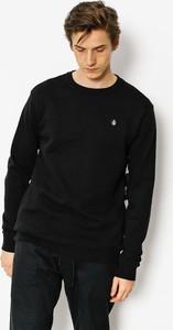 Czarna bluza Volcom w młodzieżowym stylu