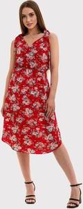 Czerwona sukienka Szachownica midi z dekoltem w kształcie litery v