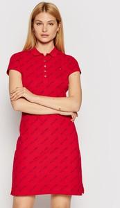 Czerwona sukienka Tommy Hilfiger trapezowa w stylu casual z krótkim rękawem
