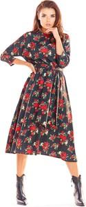 Sukienka Awama w stylu casual z okrągłym dekoltem rozkloszowana