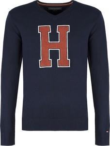Niebieski sweter Tommy Hilfiger w młodzieżowym stylu z wełny