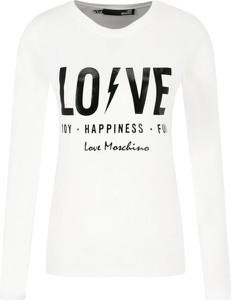 Bluzka Love Moschino w młodzieżowym stylu