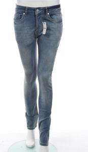 Niebieskie jeansy Zeffer w street stylu