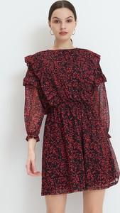 Sukienka Mohito z długim rękawem w stylu casual z okrągłym dekoltem