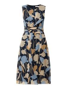 Sukienka Betty & Co White z szyfonu bez rękawów z dekoltem w kształcie litery v