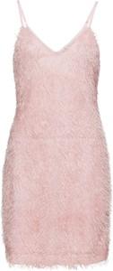 Różowa sukienka bonprix BODYFLIRT boutique z dekoltem w kształcie litery v dopasowana
