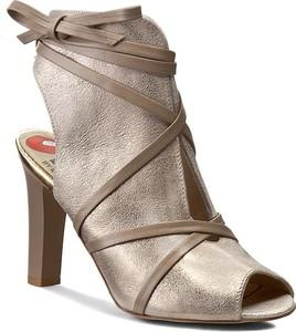 Sandały Carinii