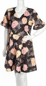 Sukienka Simply Be w stylu casual z dekoltem w kształcie litery v rozkloszowana