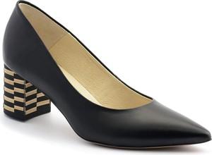 Czarne czółenka Nescior w stylu klasycznym