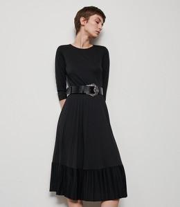 Czarna sukienka Reserved rozkloszowana midi z długim rękawem
