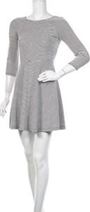 Sukienka Reserved z okrągłym dekoltem z długim rękawem mini